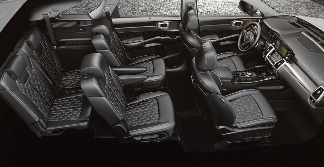 KIA All-new Sorento搭載同級唯一第二排尊榮獨立座椅,讓KIA豪...