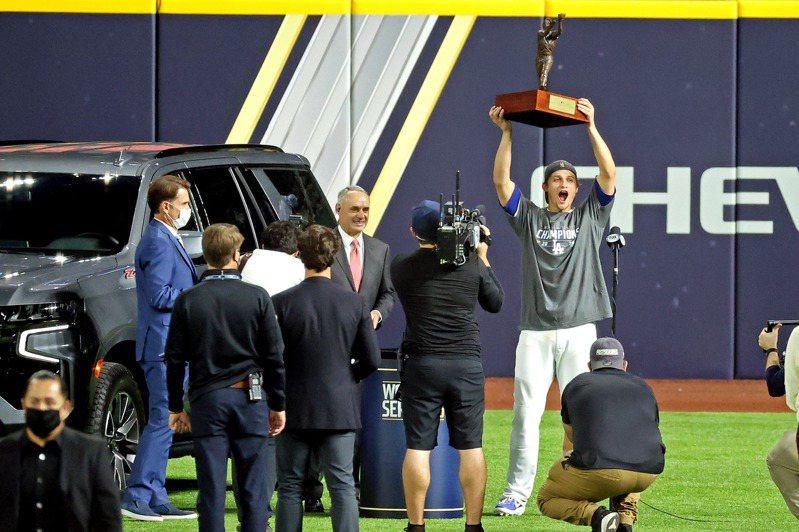 道奇游擊手席格繼國聯冠軍賽MVP後,又獲選世界大賽MVP,是史上第8人。 路透社