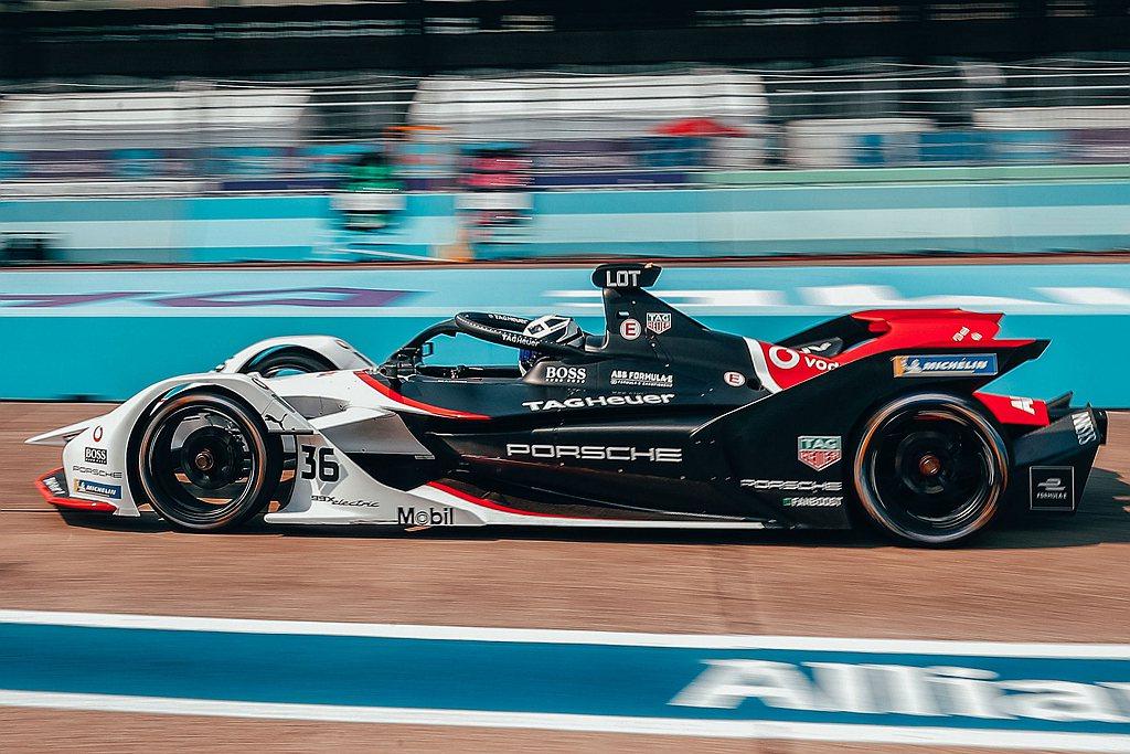 隨著Porsche TAG Heuer Formula E車隊在沙烏地阿拉伯德拉...