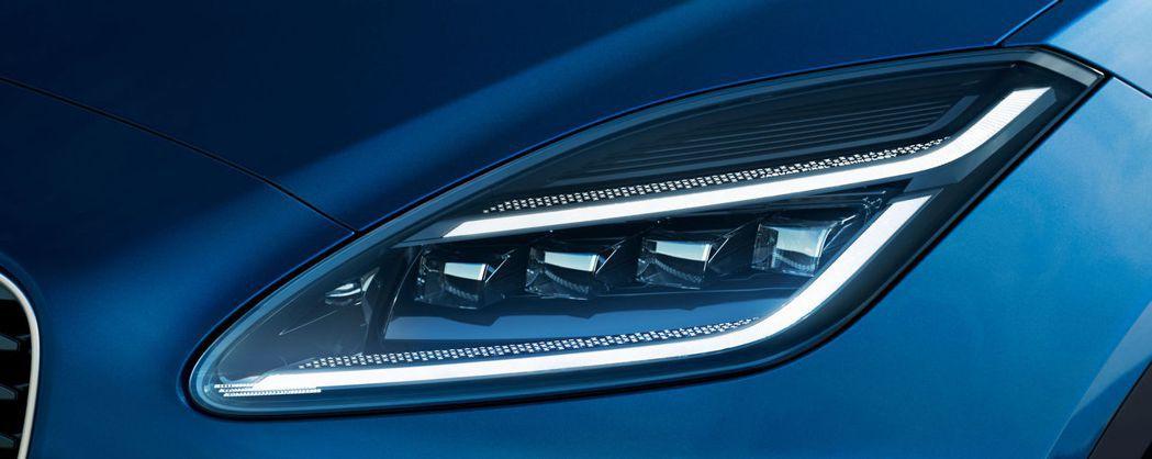 Jaguar全新家族化Double J日行燈。 圖/Jaguar提供