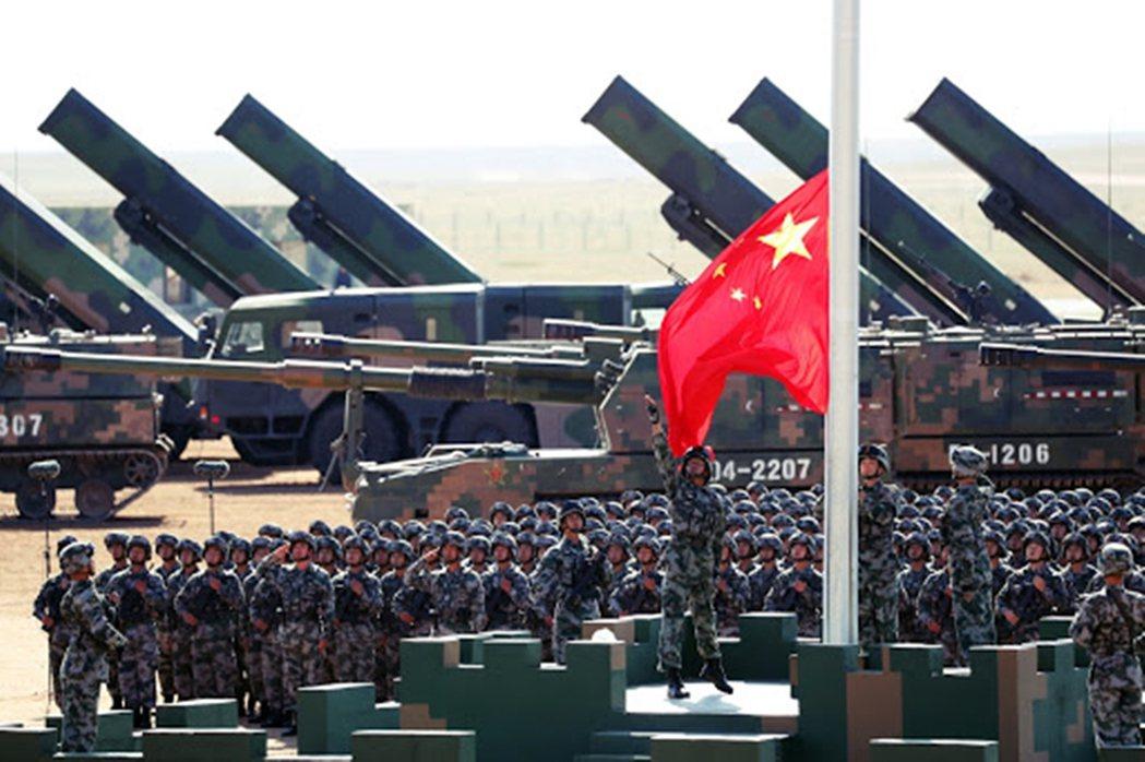 面對中國,若此時白宮態度仍未強硬,可能將失去後冷戰時代的優勢與全球霸權地位。 圖...