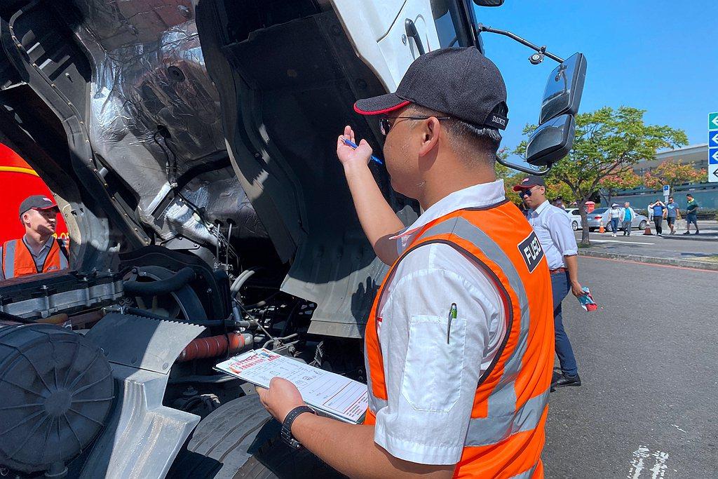 裕益汽車專業技師提供免費車輛安檢;項目包含胎紋、胎壓、外部燈光、廢氣排煙等項目。...