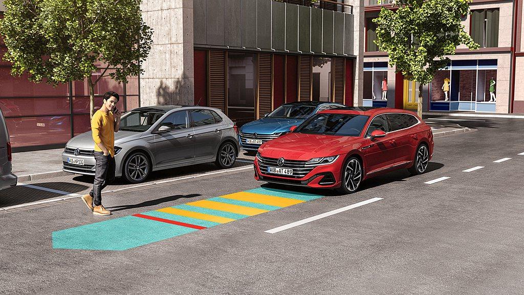 福斯Arteon擁有豪華品牌望之莫及的豐富安全科技陣容,全車系標配9具安全氣囊,...