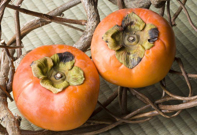柿子是秋季時令水果,適量食用可有效降低膽固醇。圖/Ingimage