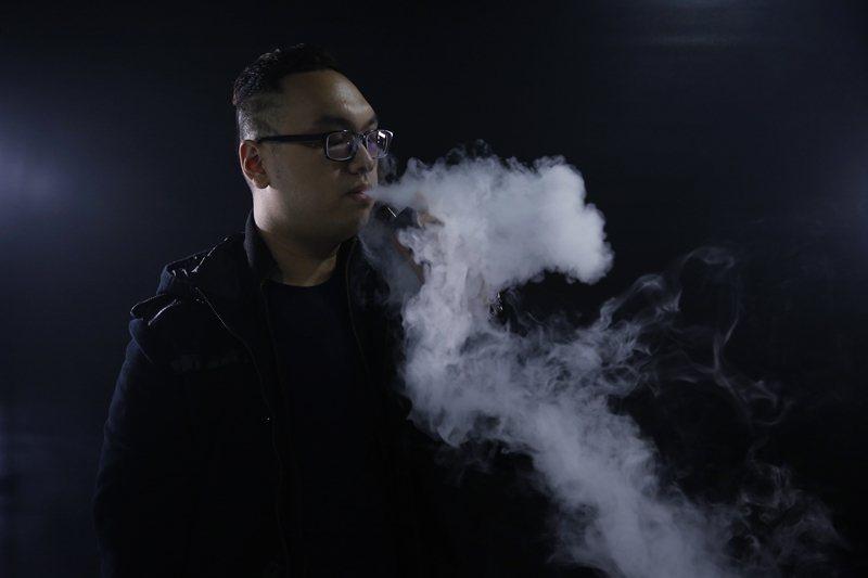 物理性質和使用方式和傳統菸品有所差異的電子煙產品,該以什麼方式課徵稅負,是目前各界需要討論的範疇。 圖/美聯社