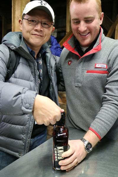 2016年遠征美國肯塔基州金賓酒廠。 圖/邱德夫提供