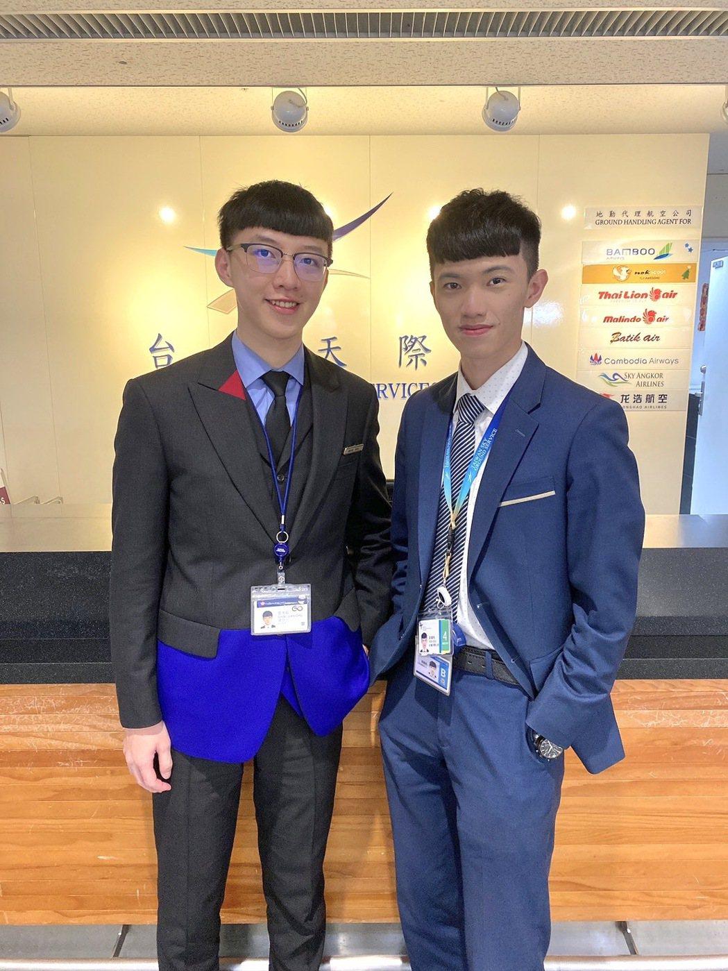 航服系游偉利同學(右)與同屆華航實習生鄒念祖同學(左)。 萬能科大/提供。