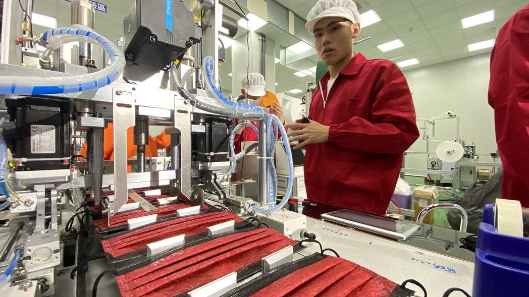 碩頂精密生產的「安心口罩」經嚴格品管控制,確保品質。 碩頂精密/提供