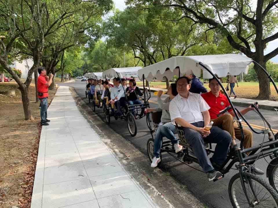 中興新村數位街區現場推出單車小旅行,結合智慧雙語導覽,邀民眾體驗街區特色店家及省...
