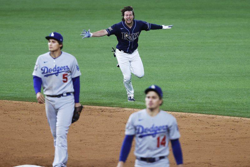 光芒菲力普在世界大賽第四戰從無名小卒翻身變成大英雄,「道奇之聲」史考利認為這是棒球最美的一幕。 歐新社