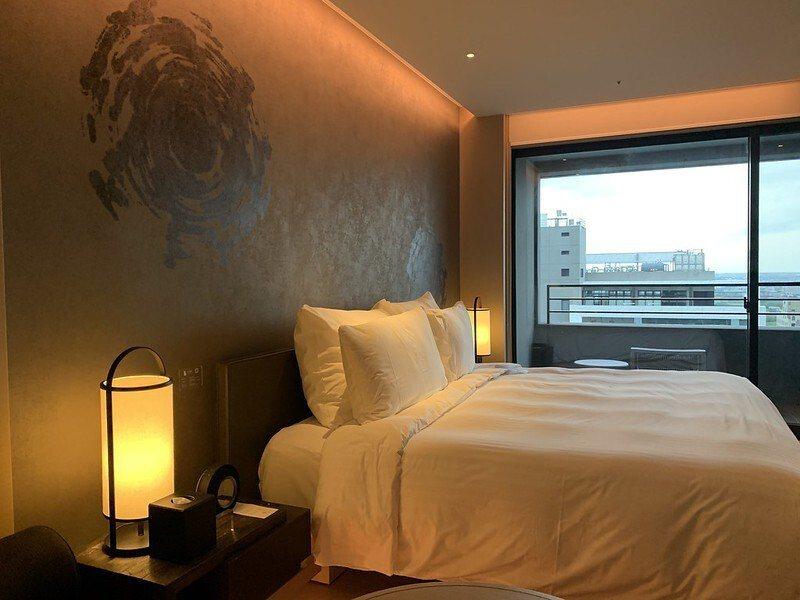 寒沐酒店嚴選領先全球的百年品牌「席夢思,SIMMONS」睡床,躺上去後,會只想賴在床上。