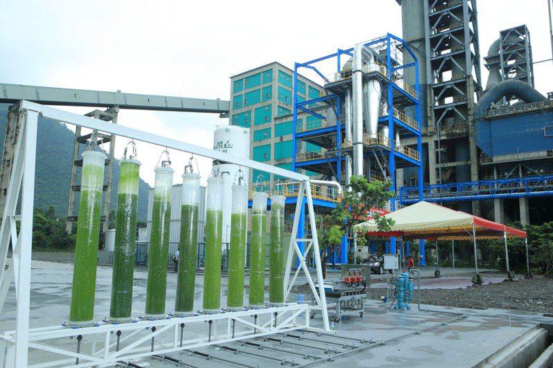 工研院與台泥合作將鈣迴路技術捕捉的高純度二氧化碳,應用於微藻的養殖上,創造二氧化碳之高值化利用。