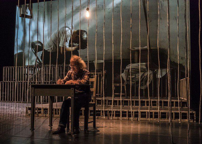楊碧川(圖前)也是1970年代的白色恐怖受難者之一。圖/狂想劇場提供、攝影/陳少維