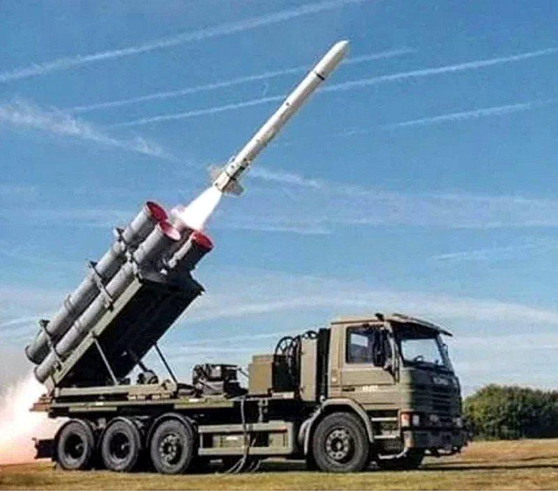 美國國務院批准售台一百套岸置魚叉反艦飛彈系統,包含四百枚魚叉飛彈及四枚遙測彈,總價逾新台幣六七八億元。圖/波音推特