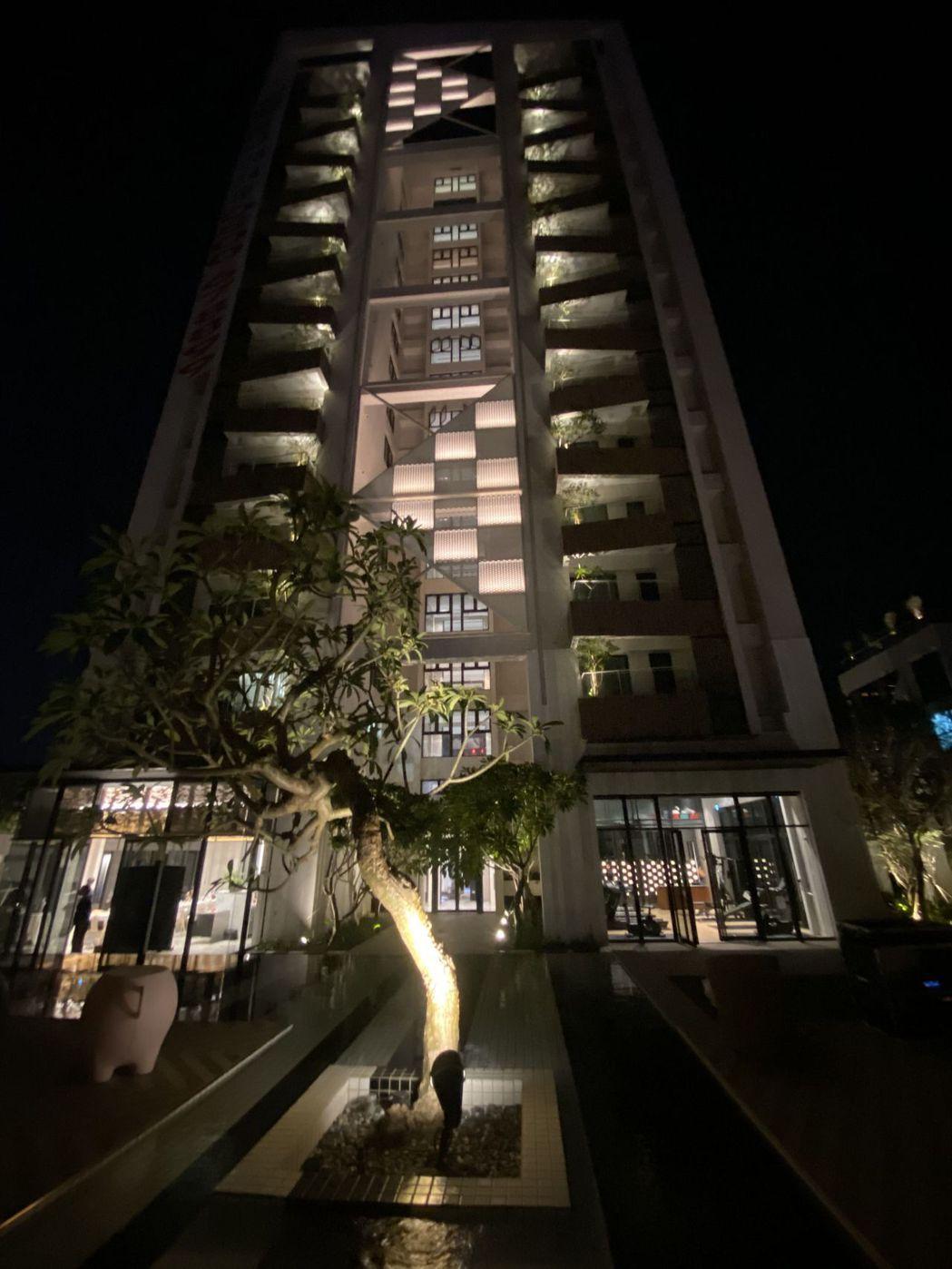 「懋榮Next 1」運用垂直綠化,每戶都有一棵主樹,加上景觀水池的設計,通風、採...