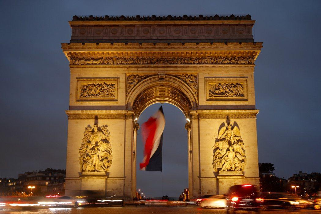 巴黎知名景點出現炸彈恐嚇。路透