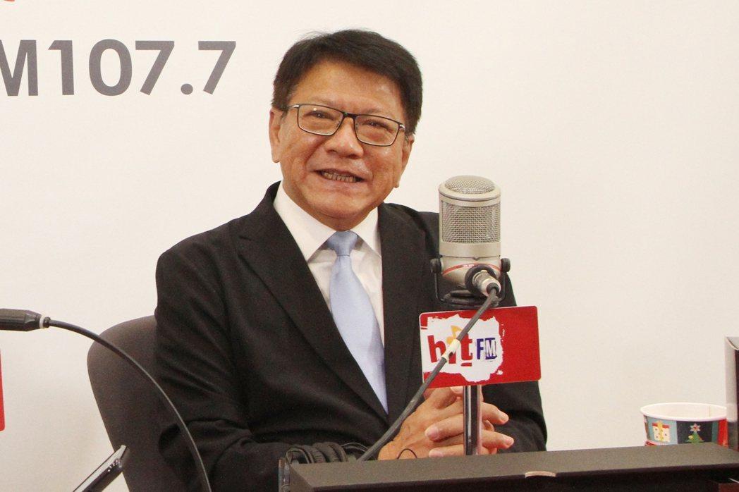 屏東縣長潘孟安今上午到「Hit Fm 台北之音」接受主持人周玉蔻訪問。圖/Hit...