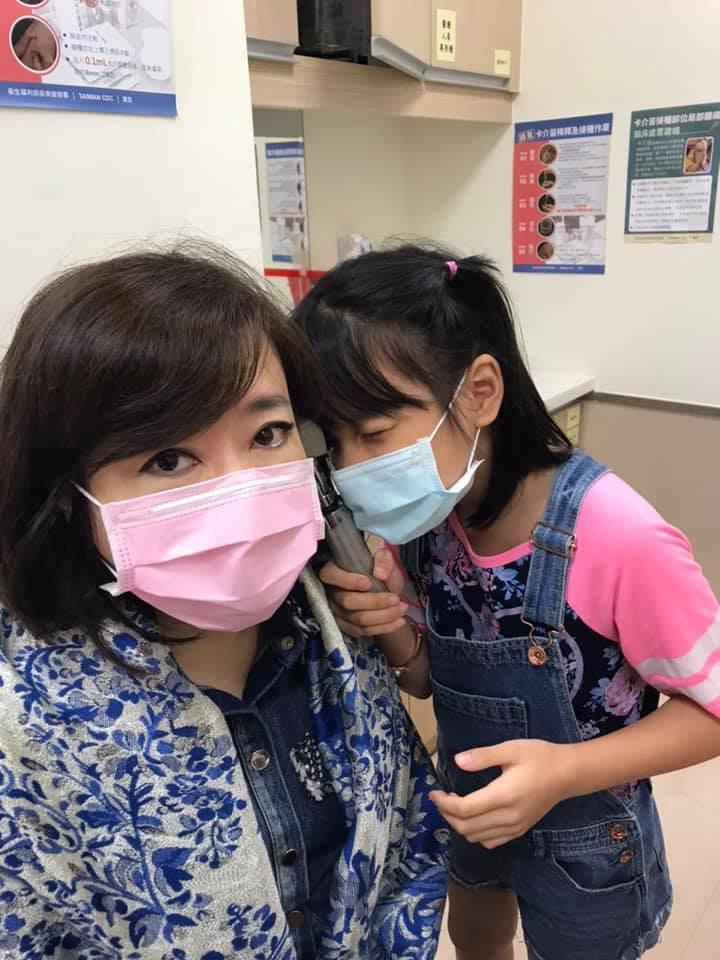 趙庭和女兒到醫院陪老公。圖/趙庭臉書