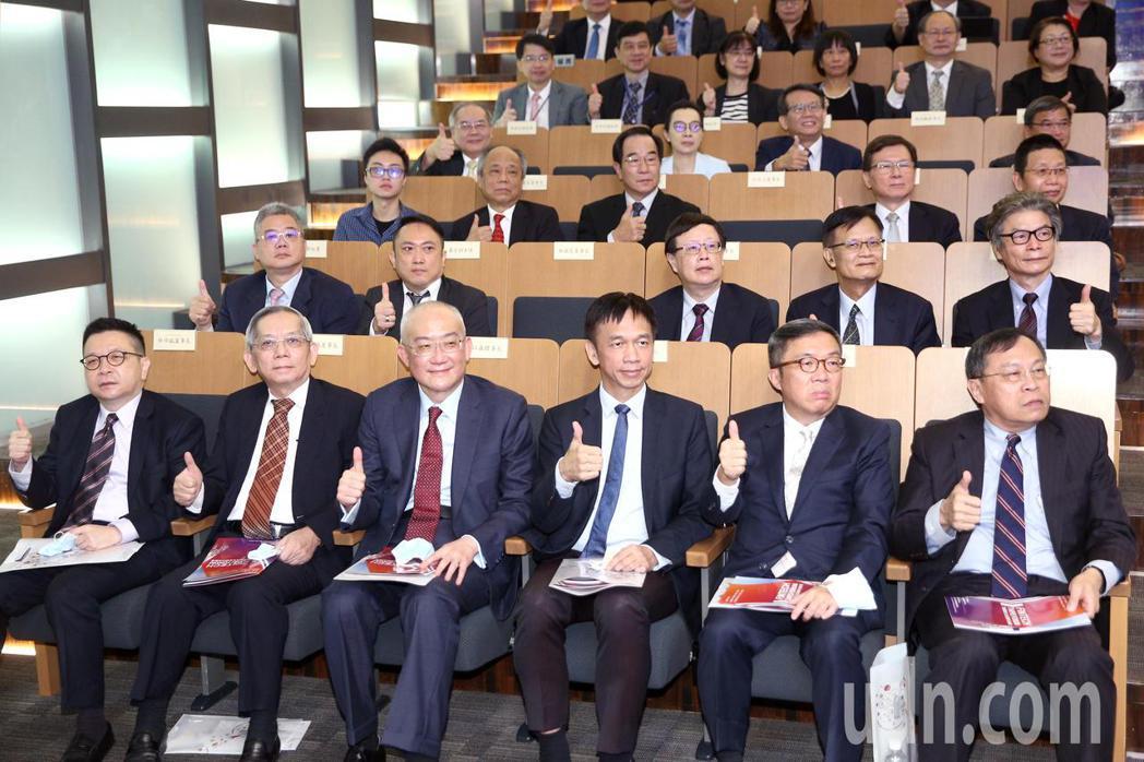 「2020台北金融科技論壇」連續兩天舉行,今年論壇以現場和線上的虛實整合方式,邀...