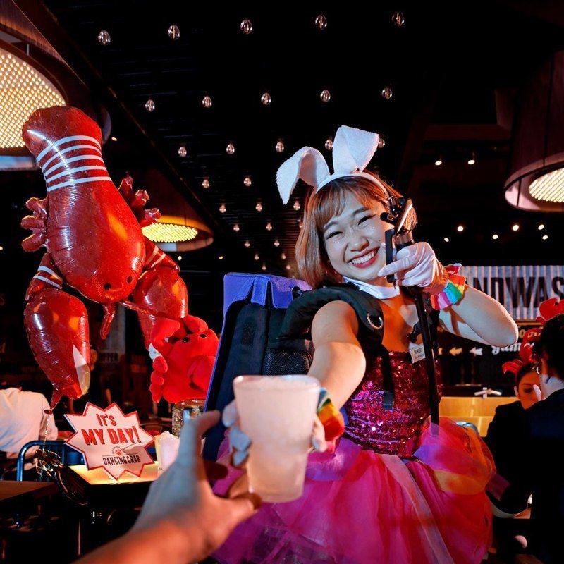 不斷創造歡樂用餐體驗的蟹舞,將暫別台灣。圖/摘自蟹舞粉絲頁