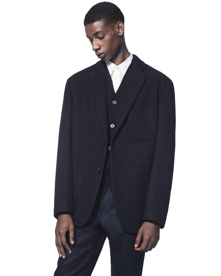 +J羊毛混纺寬版外套5,990元。圖/UNIQLO提供