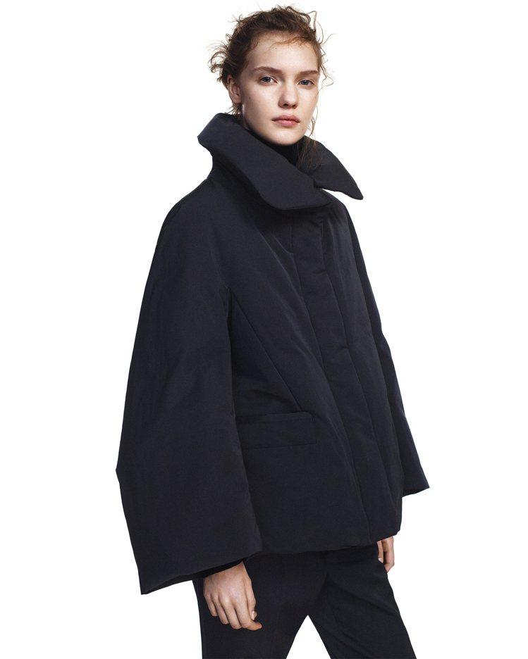 女裝+J Hybrid羽絨外套4,990元。圖/UNIQLO提供