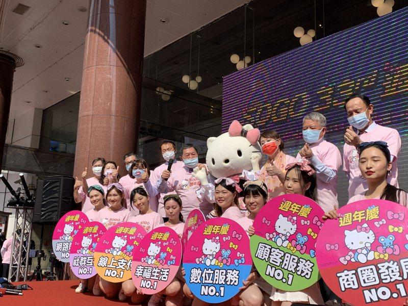 遠東SOGO今舉行周年慶造勢大會,遠東集團董事長徐旭東到場授旗打氣。記者林海/攝影