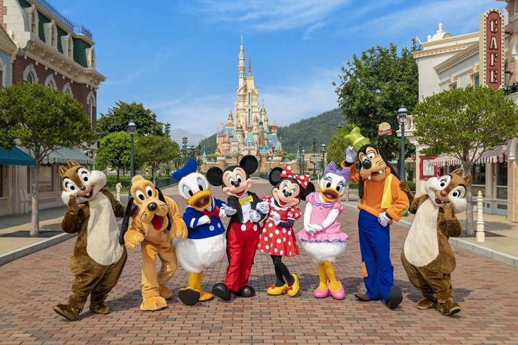 迪士尼樂園邀請遊客提前計劃明年重要時刻,來樂園欣賞全新「奇妙夢想城堡」。圖/香港...