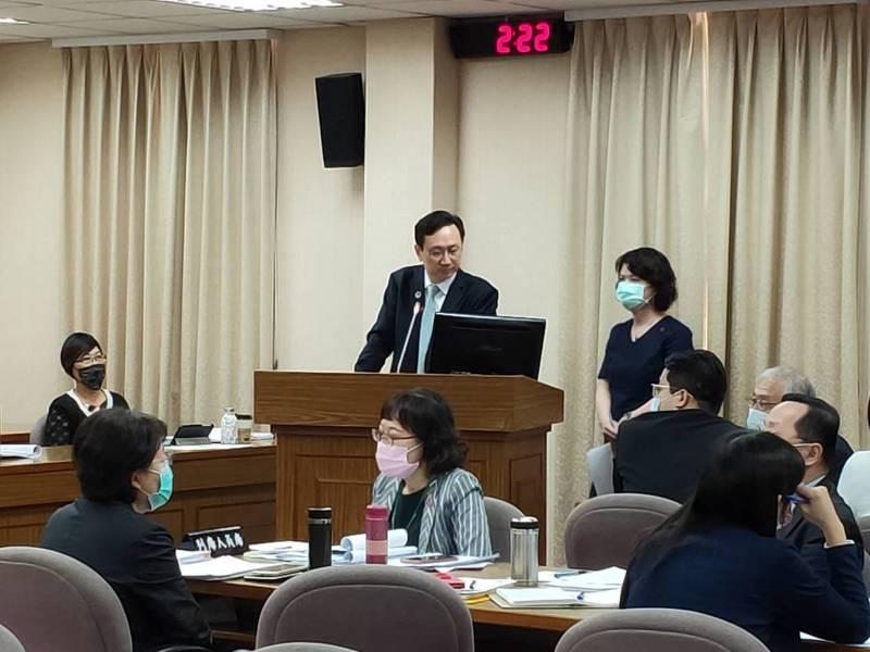 僑委會委員長童振源(中)。記者徐偉真/攝影