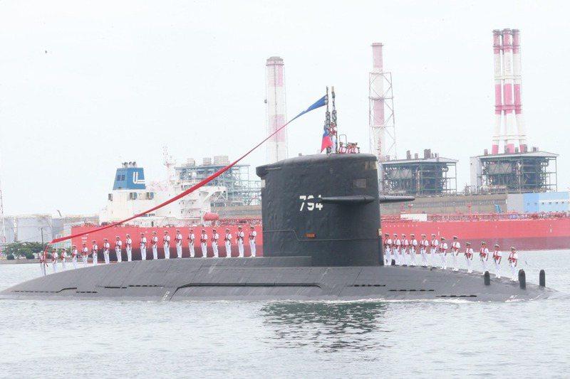 國造潛艦建造工程將展開,但到今年8月底為止,須向國外採購的81項主要裝備還有近半數未取得輸出許可,圖為海軍海虎軍艦。圖/聯合報系資料照片