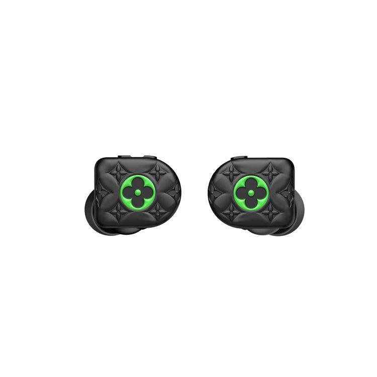 路易威登全新霧黑色搭襯霓虹綠無線耳機,37,000元。圖/LV提供