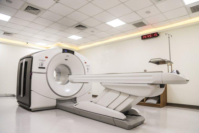羅東博愛醫院引進的正子攝影掃描儀。圖/博愛醫院提供