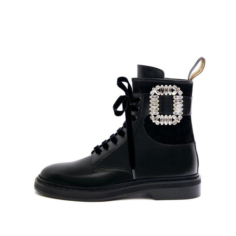 Roger Vivier Viv Rangers鑽扣皮革軍靴,69,900元。圖...