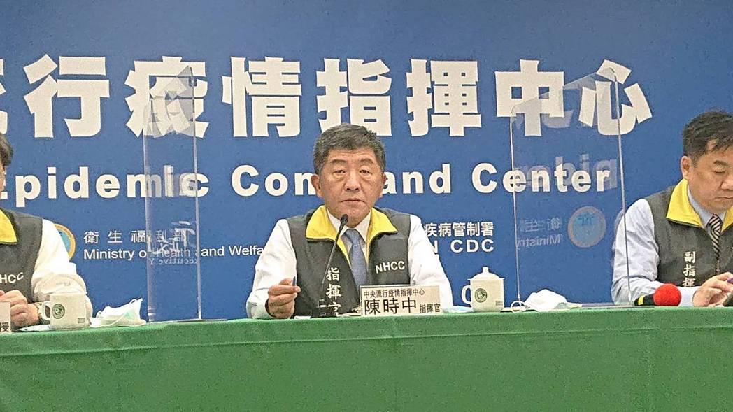 中央流行疫情指揮中心10月28日14:00記者會出席名單由左到右疫情監測組組長周...