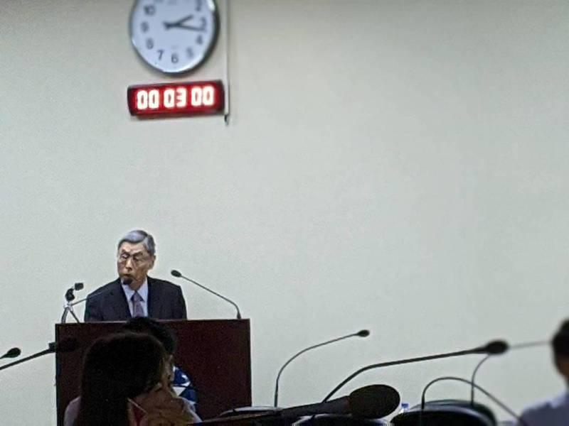 國民黨中常會下午邀請海基會前副董事長高孔廉以「恢復交流、兩岸和平」為題發表專題報告。記者王寓中/攝影