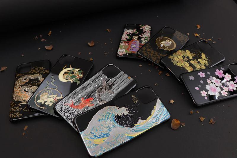 岡田漆器-漆藝蒔繪iPhone手機殼。圖/業者提供