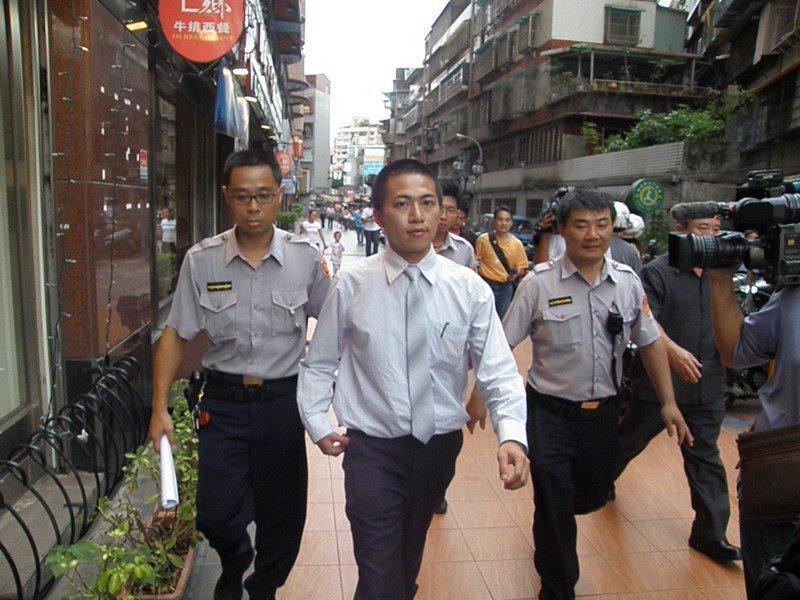 台灣高等法院法官助理李昌泰2009年間遭殺害,警方破案過程中曾有許多靈異巧合,圖為檢警案發後勘查現場。圖/聯合報系資料照片