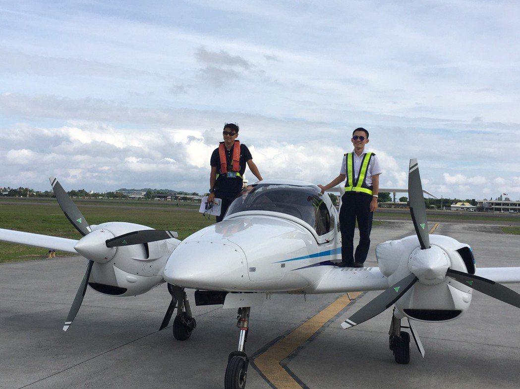 安捷飛航訓練中心斥資1,900萬元購置新教練機,今(28)日正式飛抵台東航空站的...
