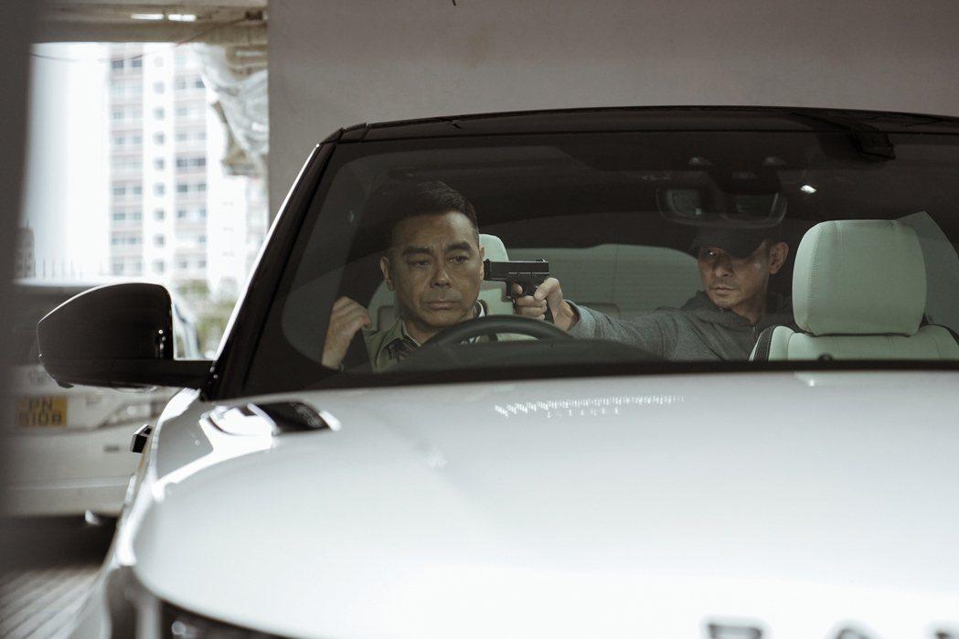 劉德華、劉青雲(左)合作演出「拆彈專家2」。圖/華映提供