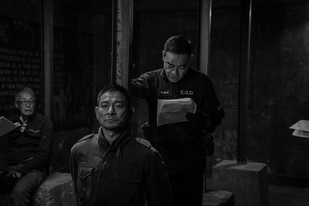 劉德華、劉青雲(右)合作演出「拆彈專家2」。圖/華映提供