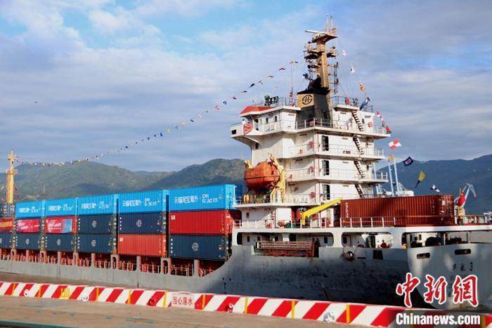 福州馬尾-台灣跨境電商貨物海運直航專線首航儀式,日前在福州市馬尾區海盈碼頭舉行。中新網