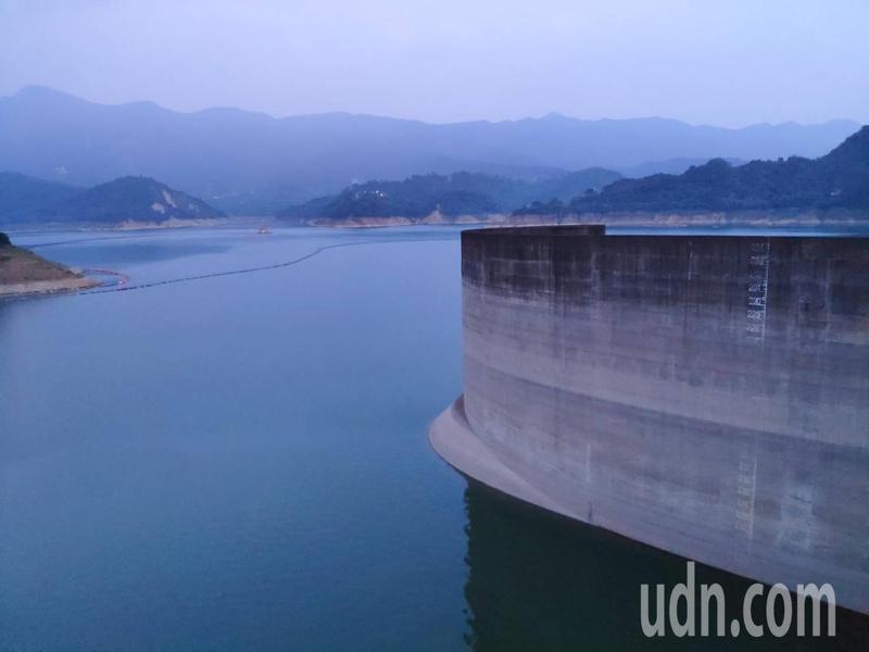 曾文水庫蓄水量不如往年,當前水情轉趨嚴峻,圖為本月13日蓄水量情形。記者謝進盛/攝影