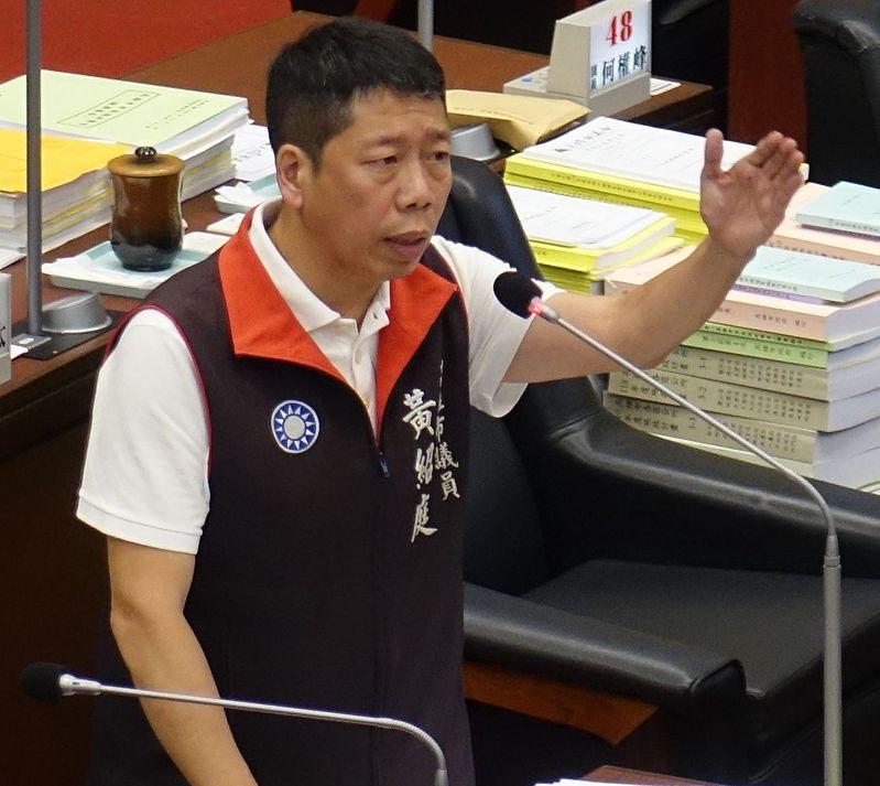 高雄市議員黃紹庭批評市長陳其邁要求對酒駕警員記兩大過免職,是「撈過界」。本報資料照片