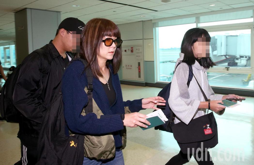 陸元琪曾帶著一雙子女奔上海探視父親。本報資料照