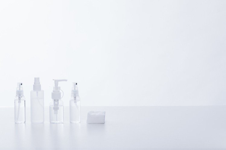 對應自己的肌膚,再選擇適當的化妝水。圖/摘自pakutaso