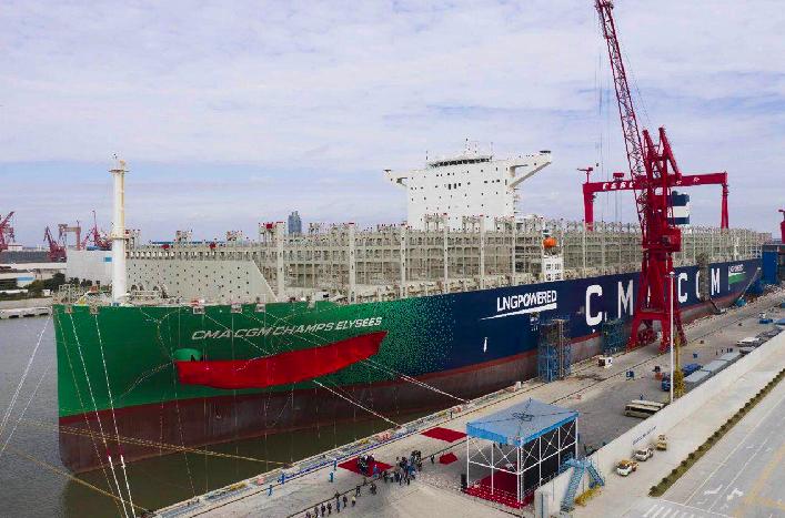 「達飛香榭麗舍」號是目前世界上最大的雙燃料貨櫃輪。(微信@江南造船)