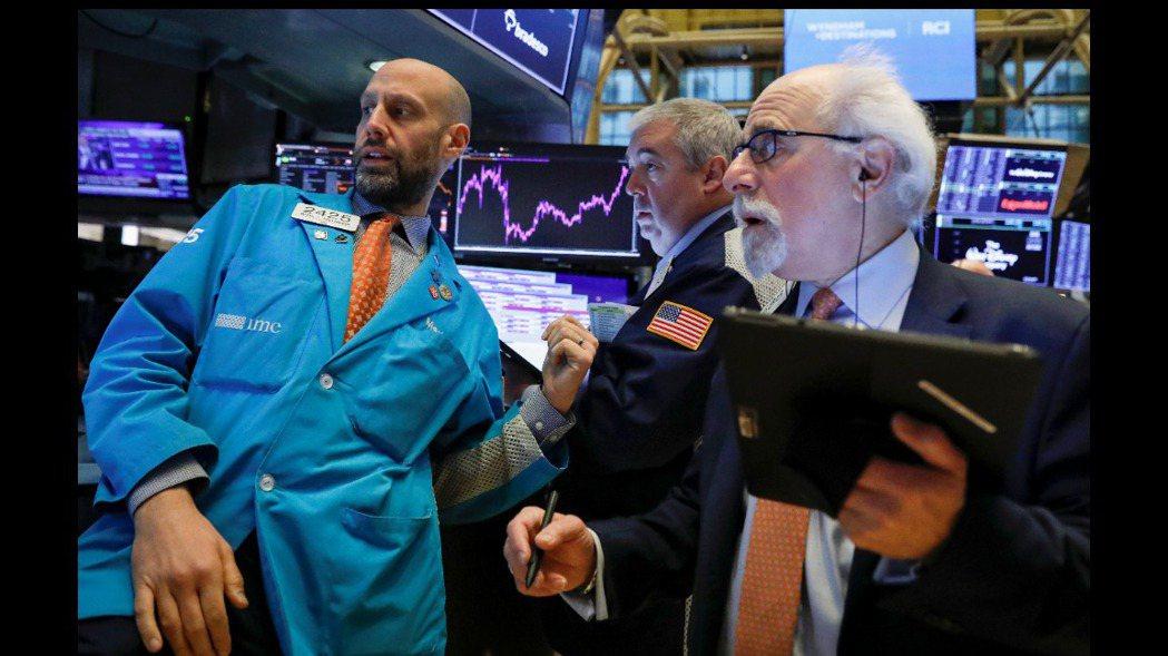 美股四大指數28日早盤全面開低走低。 路透