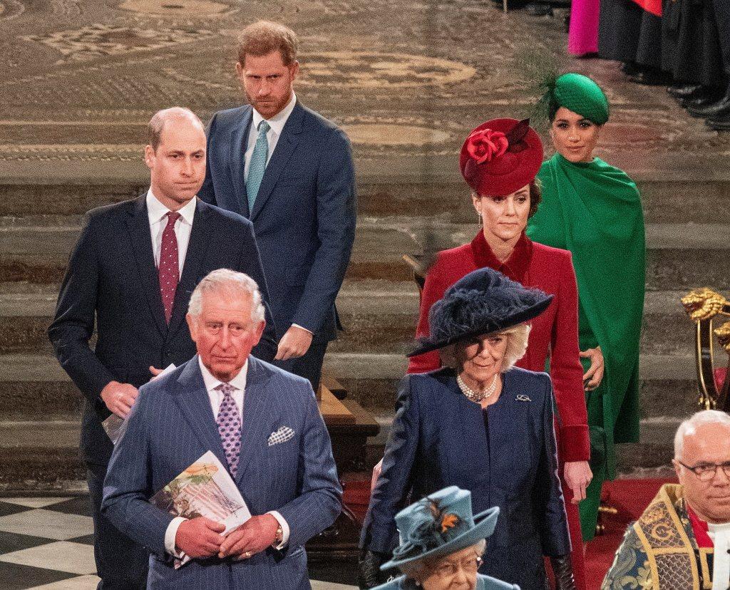 哈利(後左)與梅根(後右)離英前最後一場公開活動,威廉(中左)、凱特(中右)、查...