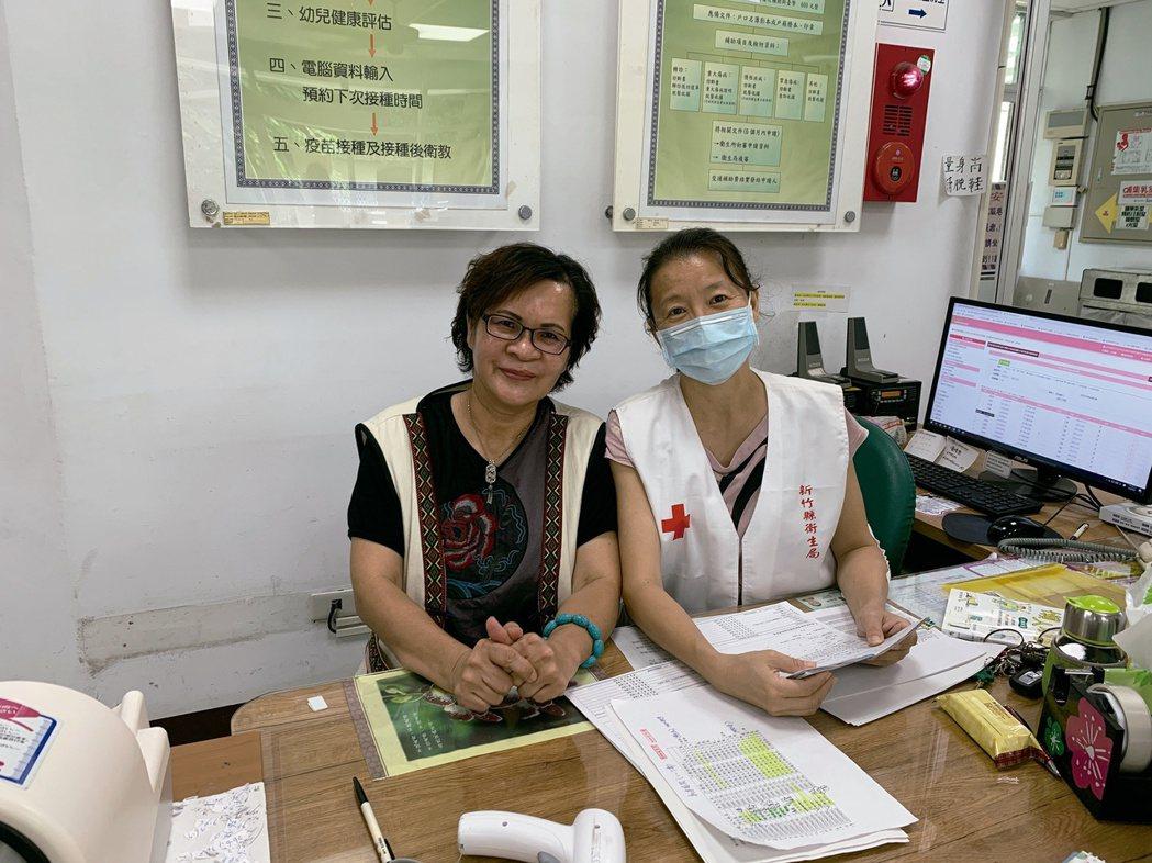 周玉英(左)在尖石鄉衛生所服務至今37年。圖/周玉英、尖石鄉衛生所提供