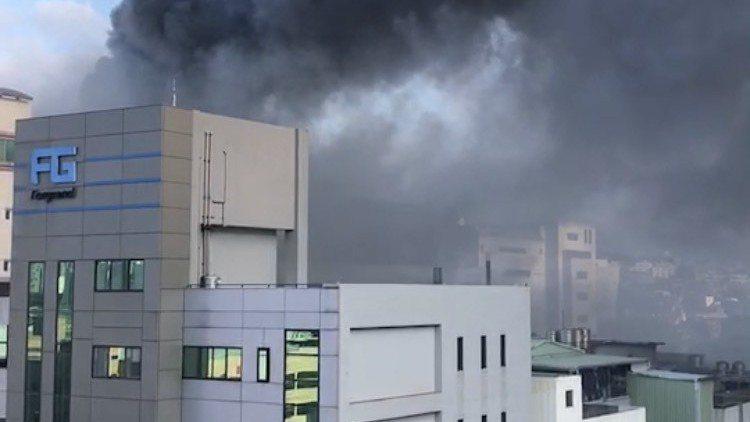 欣興位於桃園龜山工業區的山鶯廠昨天下午發生火警,現場竄出火舌與大量濃煙,部分打線...